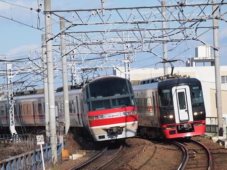 名鉄1000系と1700系の離合 名鉄名古屋本線東枇杷島駅