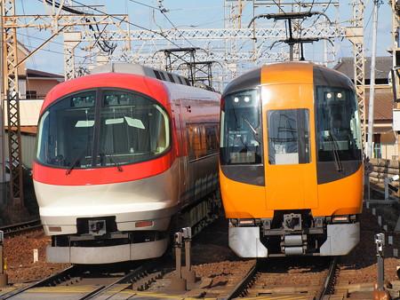 近鉄22600系と23000系の離合 近鉄名古屋線近鉄富田駅