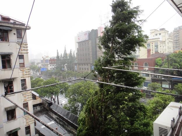 上海 台風で暴風雨