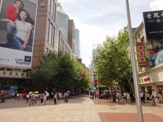 真夏の上海 南京東路の木陰