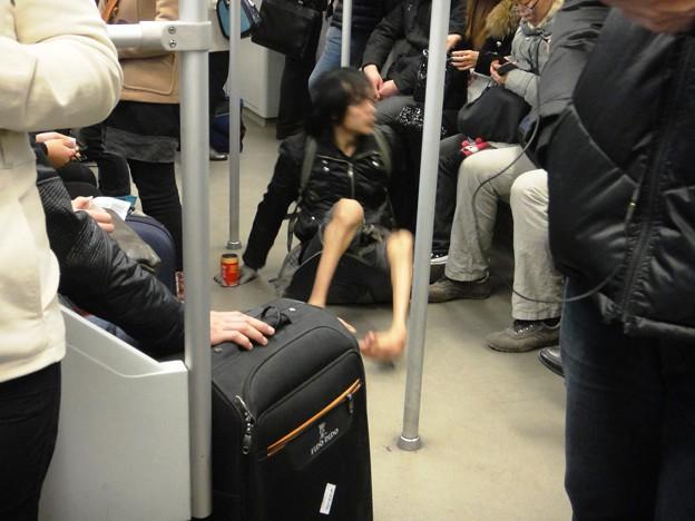 地下鉄内の物もらい