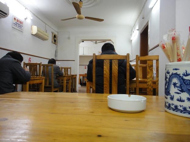 ローカル食堂 テーブルの上から