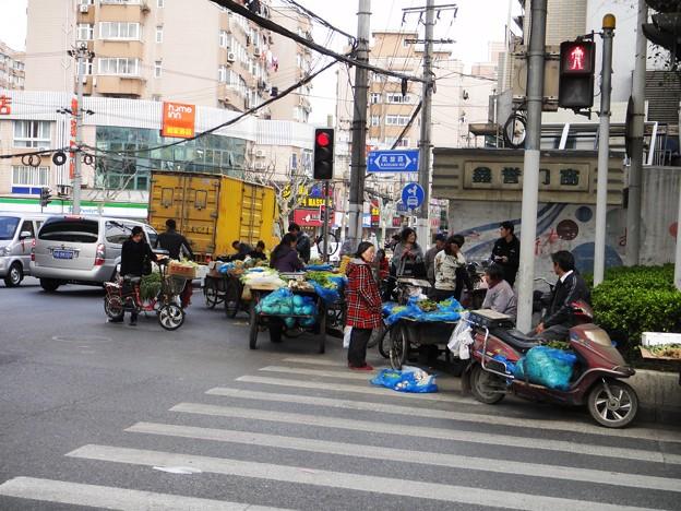 横断歩道の中 屋台群