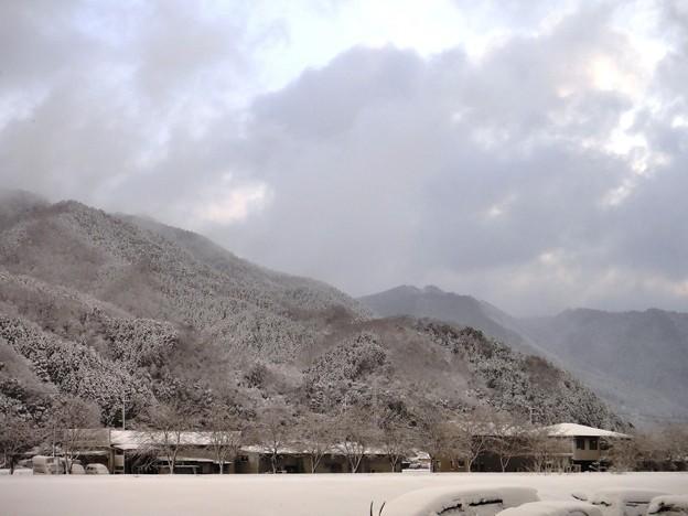 山と雪と雲