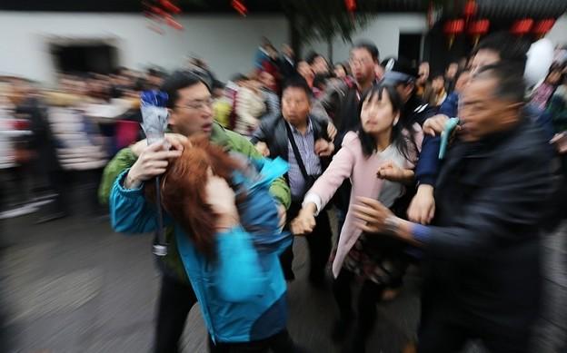 紹興 魯迅故宮で旅行客の喧嘩 (4)