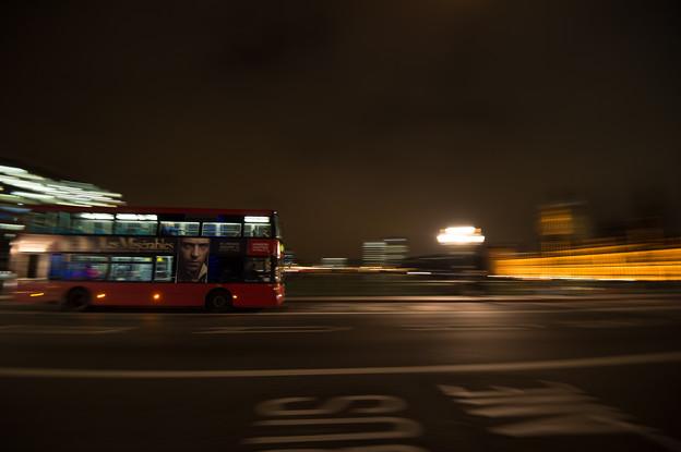 ロンドンで2階建てバスの流し撮り