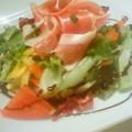 写真: プロシュートサラダ。サラダは3種類、パフェは2種類です。