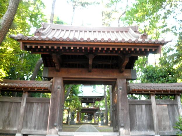 Photos: 泉龍禅寺(狛江)-02山門・鐘楼(奥)
