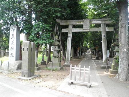伊豆美神社(狛江)-01