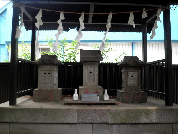 伊豆美神社(狛江)-08石碑群(拝殿右)b