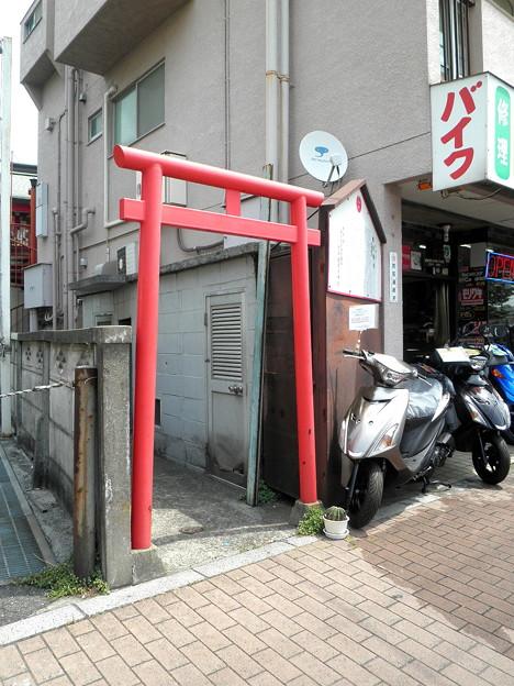 穴守稲荷分神社(狛江_田中橋交差点)-01鳥居