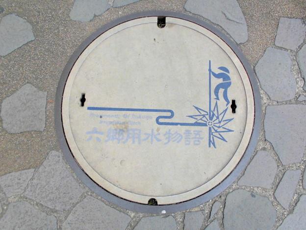 遊歩道-01「六郷用水物語」のマンホールの蓋