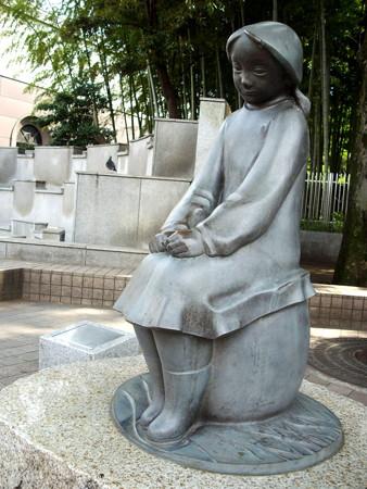 狛江駅北口-01乙女の像a