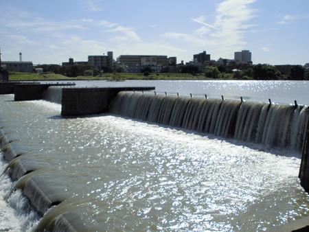 多摩川決壊の碑のある多摩川の景-01a