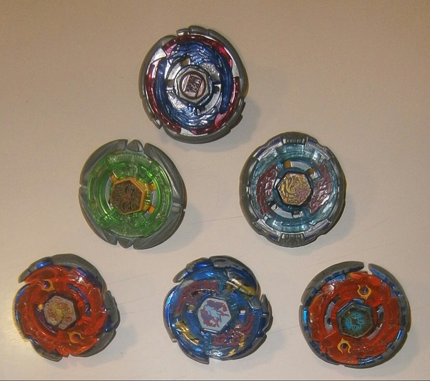 写真: beyblade spinning tops