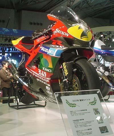 写真: 01_02_2005_atushi_watanabe_yoshimura_suzuki_jomo_with_srixon_racing_team