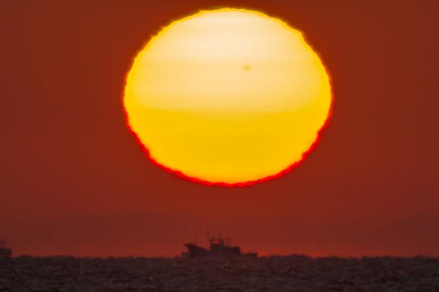 超望遠での見た日の出
