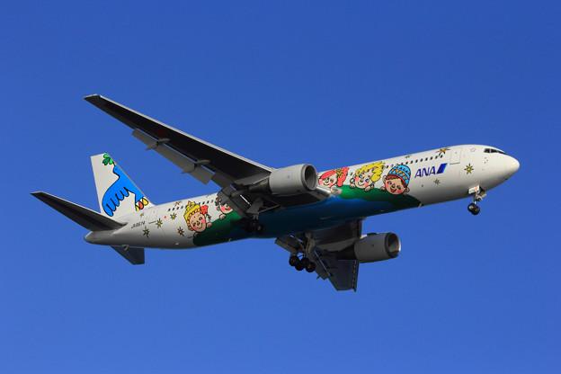 ANA 60周年記念特別塗装機 B767-300
