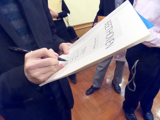 Photos: サインをしてもらいました。