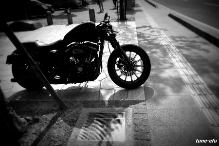 バイクと影