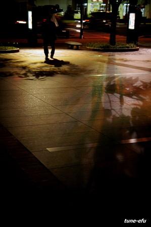 影遊ぶ広場
