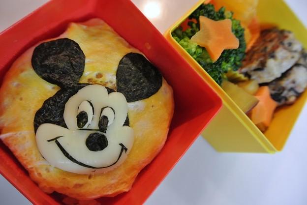 写真: ミッキーマウスオムレツお弁当