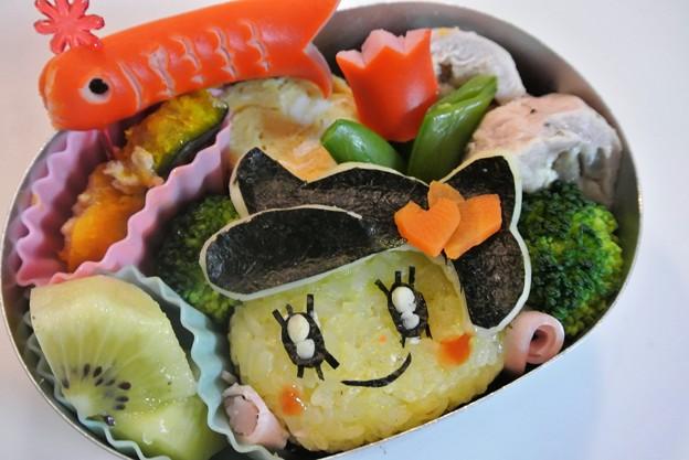 写真: メロディっちおにぎり弁当(「たまごっち」より)