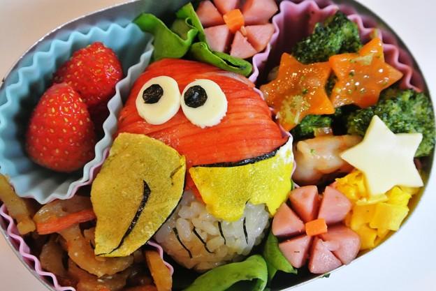 写真: キョロちゃんおにぎり弁当