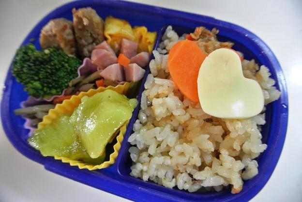 写真: 10月21日(月)「きのこご飯の詰め弁」