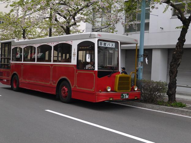 レトロバスで歴史を辿る