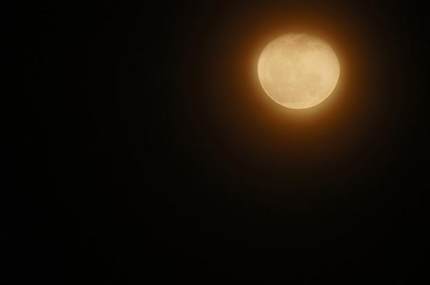 雲越しの赤い朧月 3