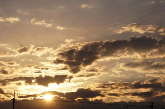 朝日と黒雲と 1