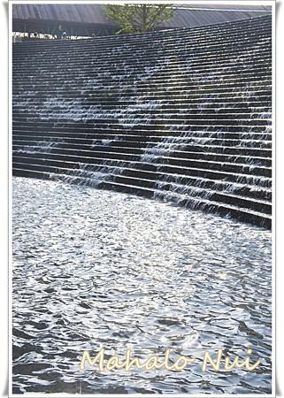 癒される水の流れる階段