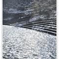 写真: 癒される水の流れる階段