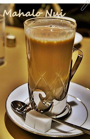 懐かしいミルクコーヒーに角砂糖