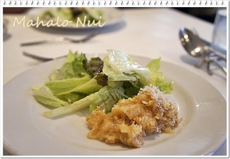 前菜のオニオングラタンとサラダ
