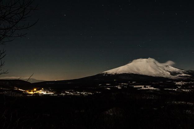 月明かりに浮かぶ浅間山
