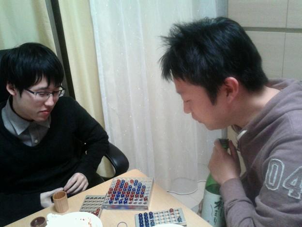 写真: 六冠と打つのに日本酒握りし...