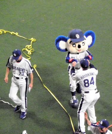 025 早川コーチとドアラ