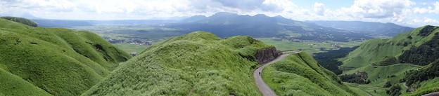 阿蘇 (カルデラと外輪山)   DSC03213
