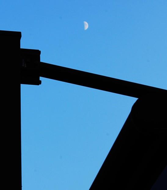 夕景・・青さを残す空に上弦の月 2  08:14