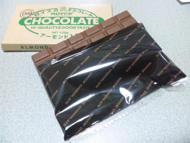 ROYCE'アーモンド入りチョコレート