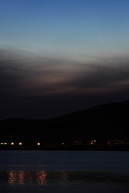 彗星のある北上川夕景