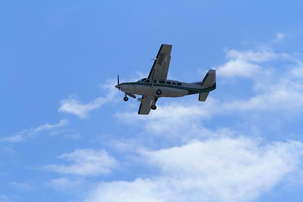 自宅上空を通過していったCessna208(2012/10/13)