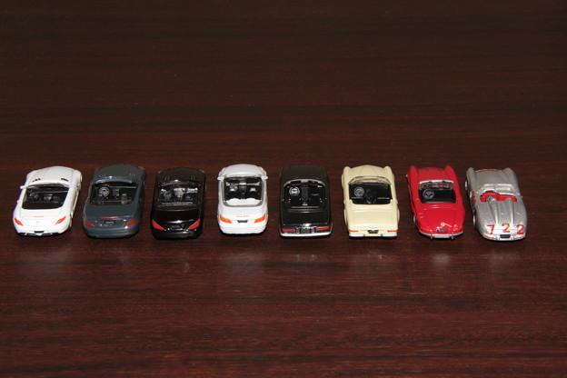 ジョージアのメルセデス・ベンツ ダイキャストオープンカー。左からSLS、SLK、SL、E、350SL、230SL、300SL、300SLR。2