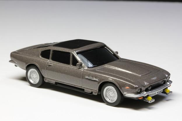 サントリーボス 007 JAMES BOND COLLECTION 2缶「Aston Martin V8 Vantage」 THE LIVING DAY LIGHTS
