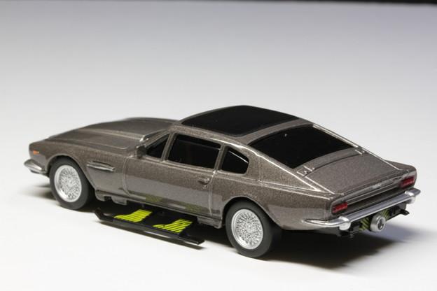 サントリーボス 007 JAMES BOND COLLECTION 2缶「Aston Martin V8 Vantage」 THE LIVING DAY LIGHTS(スキー板)