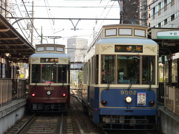 レトロ調電車の並び