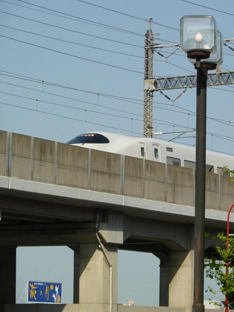Photos: 新幹線と萩の月