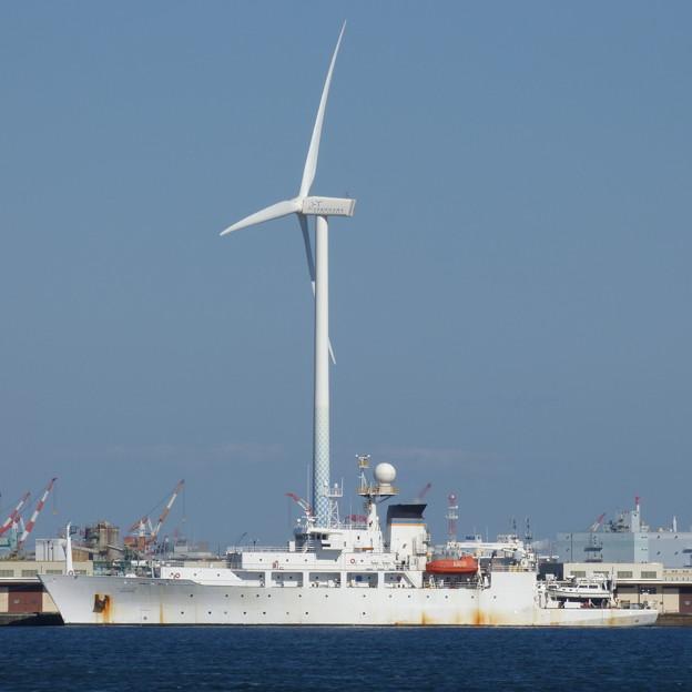 Photos: 風車と船